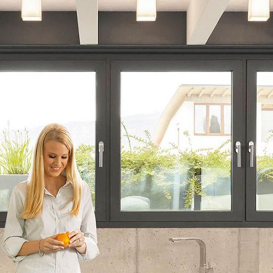 Ventanas en PVC con apertura abatible en Madrid. Instalación y venta.